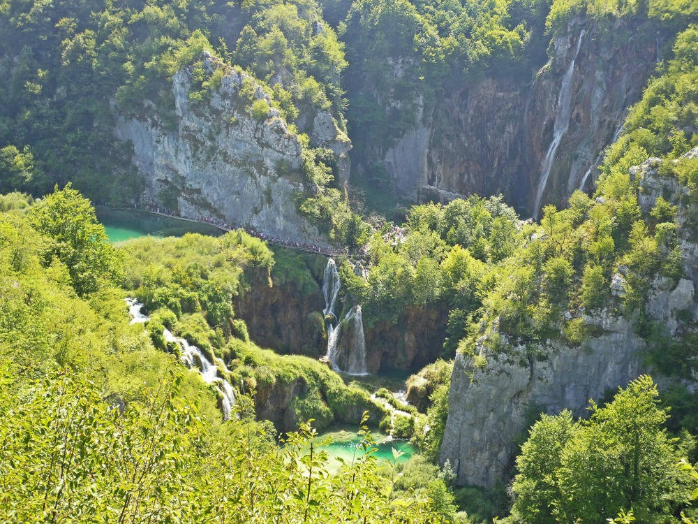 Jeziora Plitwickie - tłumy w Plitwicach w Chorwacji.jpg