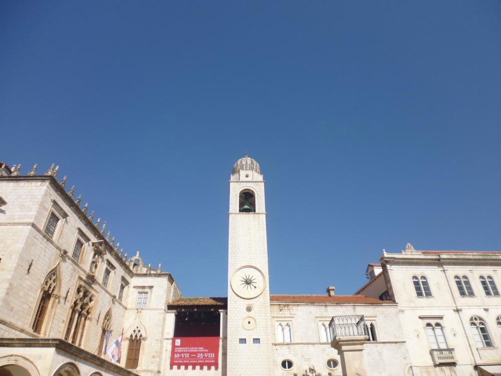 wieża zegarowa na wycieczce do Dubrownika
