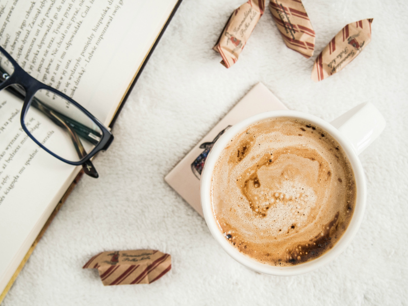 dla przyjemności - książka i kawa