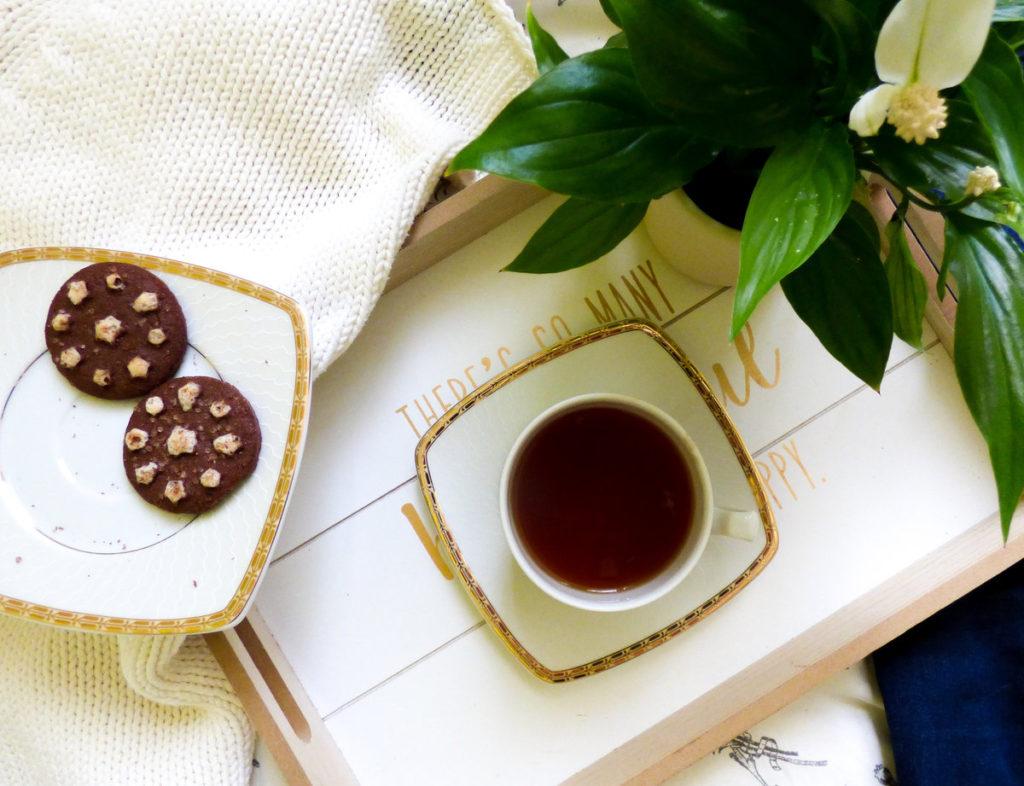 wyzwanie na Instagramie - skrzydłokwiat, herbata, ciastka i ciepły sweter
