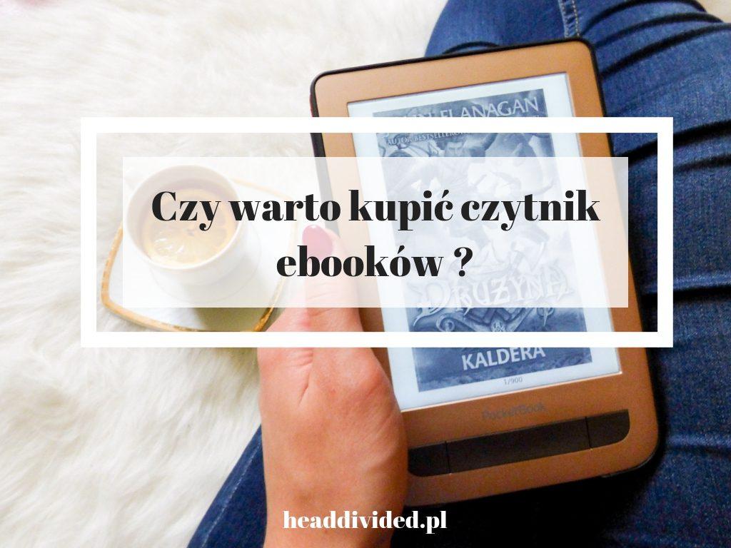 Czy warto kupić czytnik ebooków i dlaczego tak - czytnik, herbata i niebieskie jeansy w tle