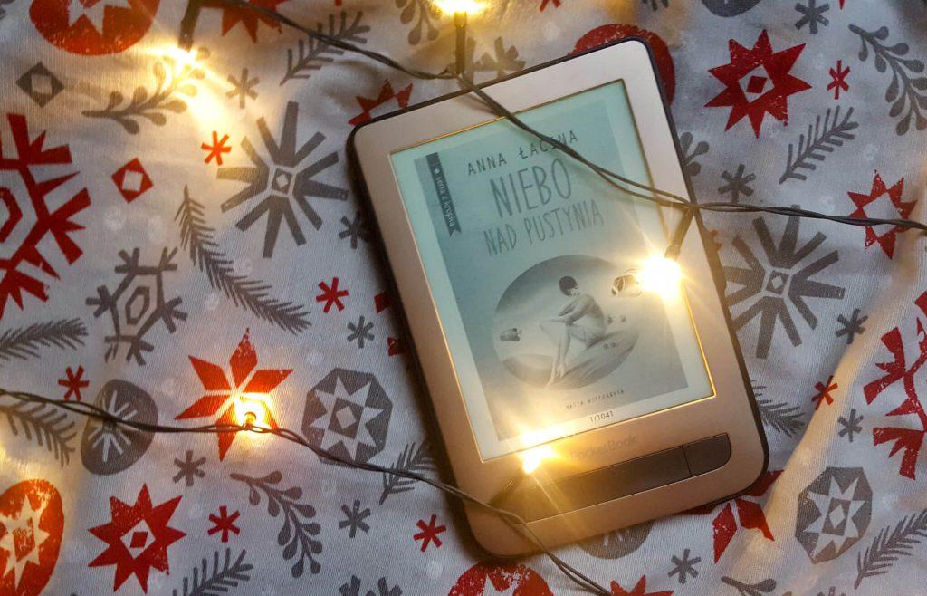 niebo nad pustynią - recenzja ksiażki polskiej autorki oraz powieści dziewczyny chcą się zabawić, serce umiera ostatnie