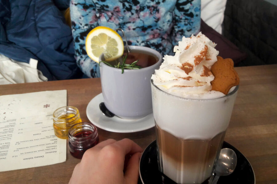 kawa - piernikowe latte i herbata - tu i teraz w lutym 2019