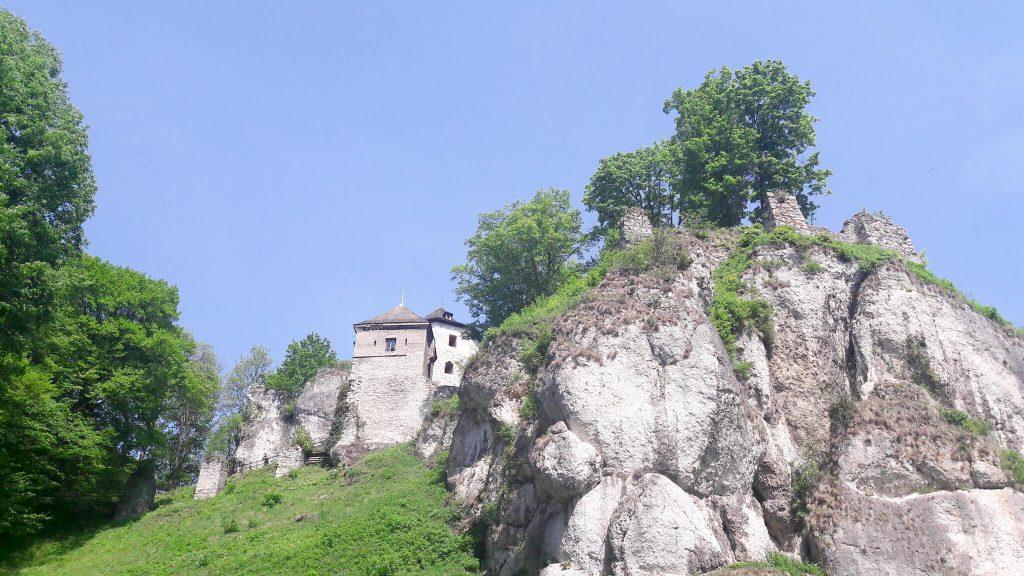 Piękne zamki w Polsce - zamek w Ojcowie z drugiej strony