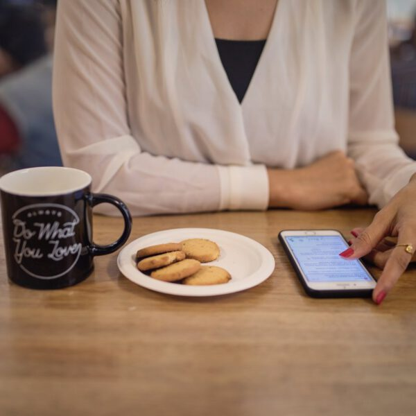 be nice or leave - scrollowanie w kawiarnii
