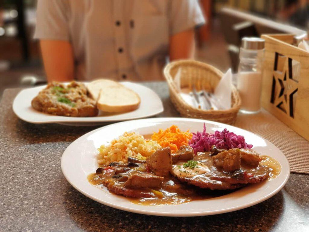 jednodniowe wycieczki na Śląsku - obiad w hotelu przy oślej bramie w Książu