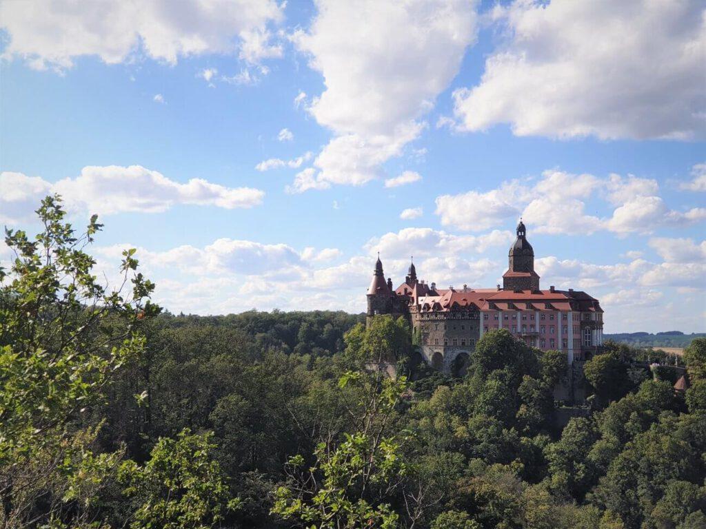 jednodniowe wycieczki na Śląsku - widok na Zamek Książ z punktu widokowego